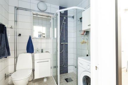 Utrustat med egen tvättmaskin och golvvärme
