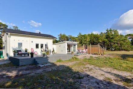 Vi börjar med Tofta Krokstäde 1:529 bebyggd med fritidshus och friggebod och som har en tomt på 1 756 kvm