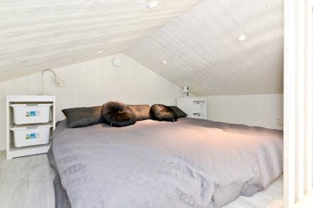 Sovloft med plats för dubbelsäng