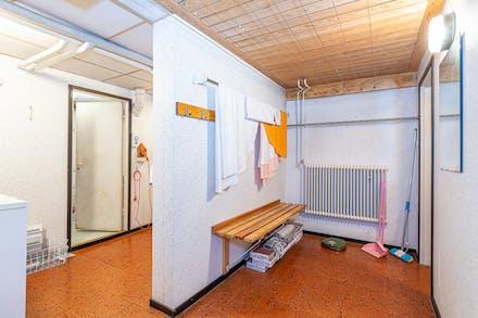 Stora biutrymmen med torkrum och tvättstuga