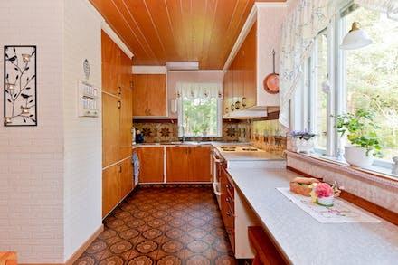 Kök med platsbyggd inredning