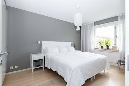 Enhetlig färgsättning från vardagsrummet in i sovrummet