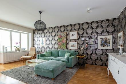 Vardagsrum med ekparkettgolv