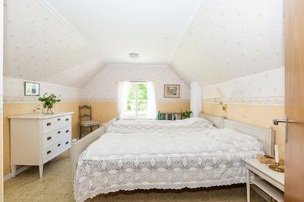 Sovrum två med plats för dubbelsäng.