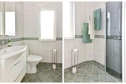 Badrum ombyggt (-06) med kakel, klinker och golvvärme