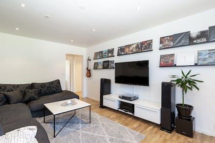 Stor yta med flera möbleringsalternativ.