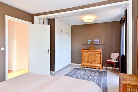 Sovrum 3 har tidigare  varit två sovrum och kan lätt göras om till ursprunget