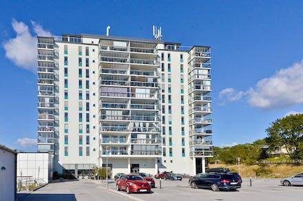 3:a om 85 m² med 26 m² balkong mot havet
