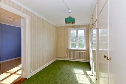 Sovrum 1 / genomgångsrum med bra förvaring