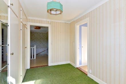 Sovrum 1 på väg mot övre hall