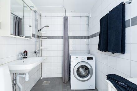 Stambytt badrum med golvvärme och egen tvättmaskin