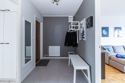 Hall/entré med klinkergolv och plats för ytterkläder