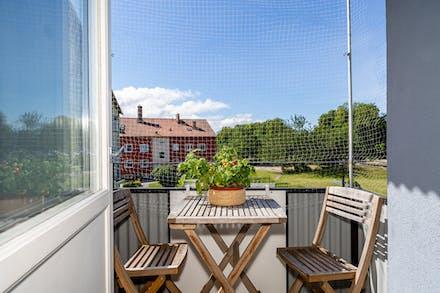 Solig balkong i bästa sydvästläge.