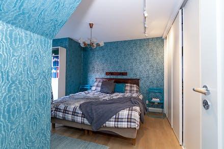 Sovrum 1 i härligt turkosblått