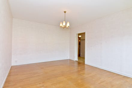 Vardagsrummet rymligt och lättmöblerat