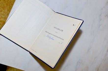 Dom ursprungliga stadgarna sitter i boken