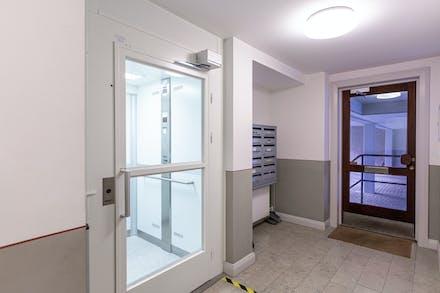 Modernt invändigt med bl.a. hiss