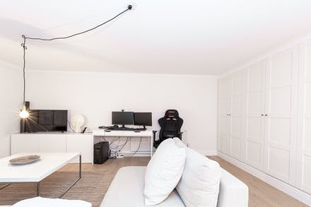 Allrum/sovrum 4 med bra förvaring via hel garderobsvägg