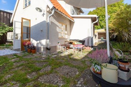Innerstadshus från 1750-tal med egen trädgård