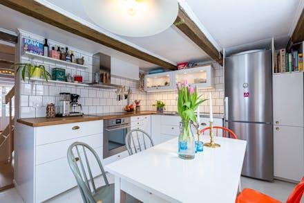 Nytt kök och äldre takbjälkar