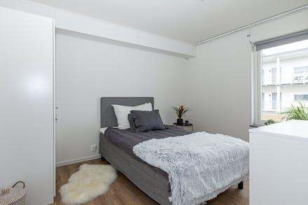 Sovrum 1 med förvaring via dubbla garderober