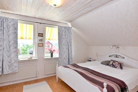 Sovrum 1 på övre plan som tidigare har varit delat i två