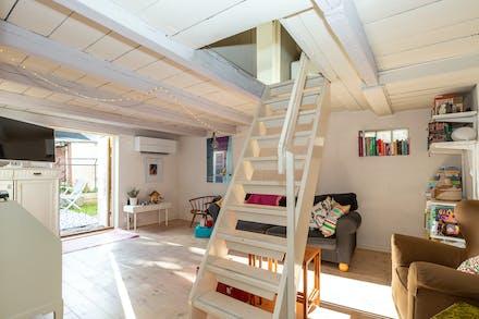 Vardagsrum med takbjälkar