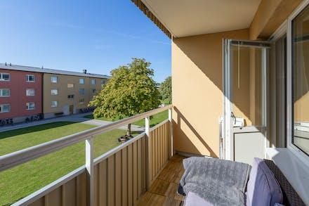 Soligt och skönt balkongläge