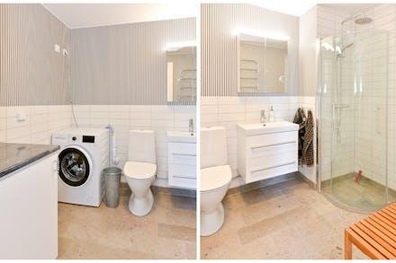 Nyrenoverat badrum med kalkstensgolv