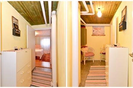 Inre hall mellan badrum och gästrum/sovrum
