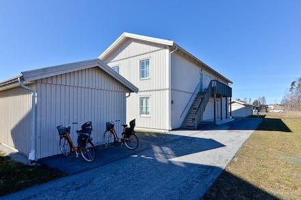 Parkera cykeln och gå uppför trappan så är du hemma!