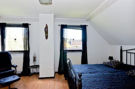 Masterbedroom, kan enkelt delas till två sovrum
