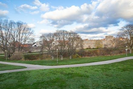 Utsikt mot Ringmuren från sovrum 1