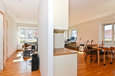 Köksdelen till höger och sovrummen till vänster