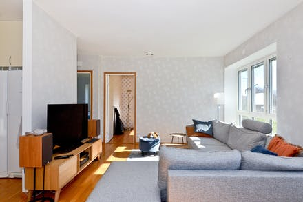 Plats för stor soffa och bra vägg för TV:n