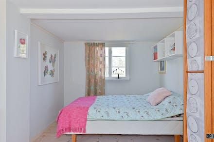 Sovrum bakom vikvägg
