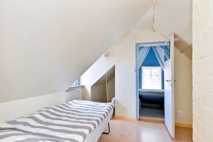 Allrum/sovrum 3 med takkupa, övre plan