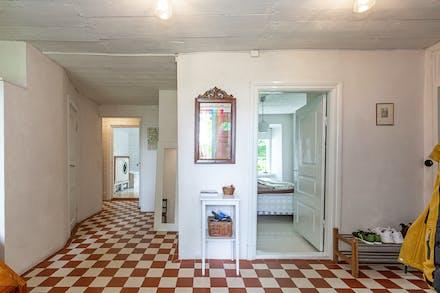 Hall/entré med vattenburen golvvärme och klinkergolv