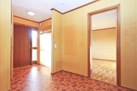 Hall/entré med plats för ytterkläder...