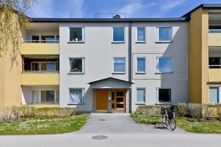 Andra våningen från innergården i populära Björken