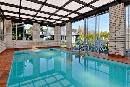 Villa med skyddad baksida och uppvärmd pool