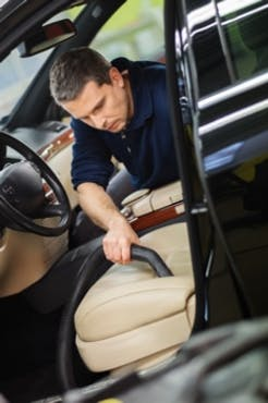 Ta bort dålig lukt i bil med ozon